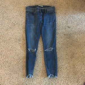 FREE PEOPLE RIPPED JEANS